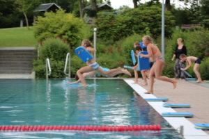 Bretrennen ideal für Schwimmtechnik Beine